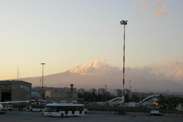 1600px-Aeroporto_di_catania,_veduta_etna