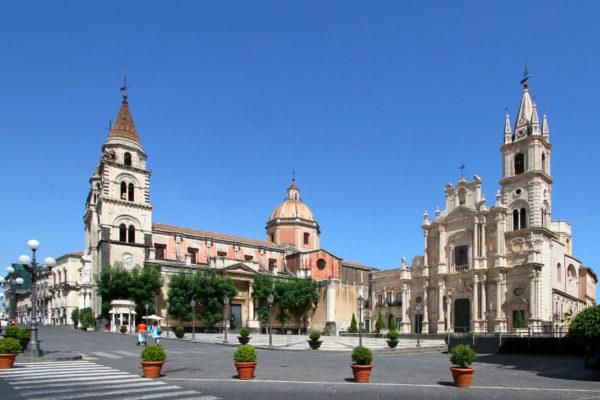 Acireale,_Piazza_Duomo_-_panoramio_(1)